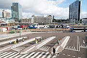 Het tijdelijke busstation aan de westzijde van Utrecht CS. Rechts staat het hoofdkantoor van de NS. In Utrecht wordt het centraal station grondig verbouwd. Momenteel is de tweede fase afgerond. De reizigers zullen nog tot 2016 last hebben van de verbouwing.<br /> <br /> The temporary bus station at the west side of Utrecht CS. The building on the right is the headquarters of the NS. In Utrecht the central station is reconstructed. At this moment the second stage has finished. The travelers will be faced with inconveniences until 2016.