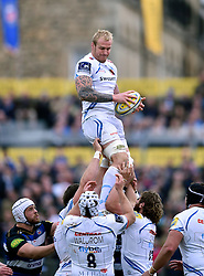 Damian Welch of Exeter Chiefs wins the ball at a lineout - Mandatory byline: Patrick Khachfe/JMP - 07966 386802 - 17/10/2015 - RUGBY UNION - The Recreation Ground - Bath, England - Bath Rugby v Exeter Chiefs - Aviva Premiership.