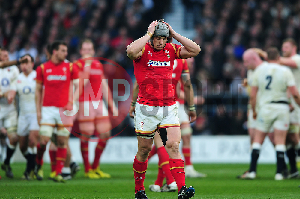 Jonathan Davies of Wales looks dejected - Mandatory byline: Patrick Khachfe/JMP - 07966 386802 - 12/03/2016 - RUGBY UNION - Twickenham Stadium - London, England - England v Wales - RBS Six Nations.