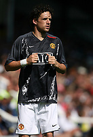 Photo: Paul Thomas.<br /> Peterborough United v Manchester United. Pre Season Friendly. 04/08/2007.<br /> <br /> New Utd signing Owen Hargreaves warms up.