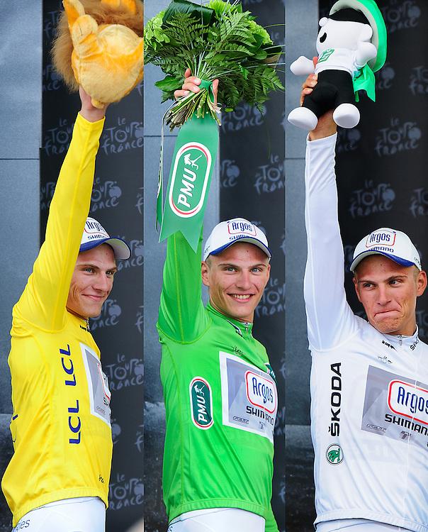 Frankrijk, Corsica, Bastia, 29-06-2013.<br /> Marchel Kittel van de Argos Shimano ploeg met links de Gele Trui ( algemeen klassement ), midden met de Groene Trui ( puntenklassement ) en rechts met de Witte Trui ( jongeren klassement ).<br /> Foto: Klaas Jan van der Weij