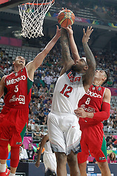 06.09.2014, City Arena, Barcelona, ESP, FIBA WM, USA vs Mexiko, im Bild USA's DeMarcus Cousins (c) and Mexico's Marco Ramos (l) and Gustavo Ayon // during FIBA Basketball World Cup Spain 2014 match between USA and Mexico at the City Arena in Barcelona, Spain on 2014/09/06. EXPA Pictures © 2014, PhotoCredit: EXPA/ Alterphotos/ Acero<br /> <br /> *****ATTENTION - OUT of ESP, SUI*****