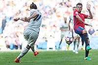 Real Madrid's Garet Bale and Club Atletico Osasuna's Jaime Romero during the match of La Liga between Real Madrid and Club Atletico Osasuna at Santiago Bernabeu Estadium in Madrid. September 10, 2016. (ALTERPHOTOS/Rodrigo Jimenez)