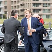 NLD/Amsterdam/20190314  - Koning bij viering 100 jaar Luchtvaart  in Nederland, Koning Willem Alexander wordt welkom geheten