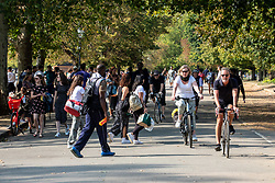 © Licensed to London News Pictures. 19/09/2020. London, UK. Groups of walkers enjoy the warm sunshine on the first weekend of the Rule of Six as Police patrol Hyde Park in London. Gatherings of over six people have now been banned by the Government after a spike in coronavirus cases. Prime Minister Boris Johnson announced yesterday that the UK was heading for a second wave with the North East already under lockdown.  Photo credit: Alex Lentati/LNP