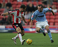 Photo: Lee Earle.<br /> Southampton v Hull City. Coca Cola Championship. 04/11/2006. Hull's Stuart Elliott (R) battles with Chris Makin.