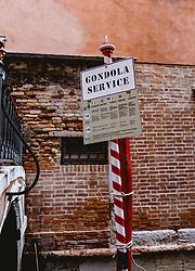 "THEMENBILD - ein Schild ""Gondola Service"", aufgenommen am 04. Oktober 2019 in Venedig, Italien // a sign ""Gondola Service"", in Venice, Italy on 2019/10/04. EXPA Pictures © 2019, PhotoCredit: EXPA/Stefanie Oberhauser"