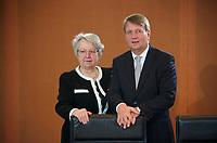 DEU, Deutschland, Germany, Berlin, 30.01.2013: <br />Bundesbildungsministerin Annette Schavan (L) (CDU) und Kanzleramtsminister Ronald Pofalla (R) (CDU) vor Beginn der 131. Kabinettsitzung im Bundeskanzleramt.