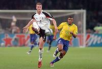 Fotball<br /> Privatlandskamp<br /> Tyskland v Brasil<br /> Berlin<br /> 8. september 2004<br /> Foto: Digitalsport<br /> NORWAY ONLY<br />  ROBERT HUTH (GER) / JULIO BAPTISTA (BRA)