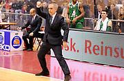 DESCRIZIONE : Milano Campionato LegaA 2013-14 EA7 Emporio Armani Milano Montepaschi Siena<br /> GIOCATORE : Coach Marco Crespi<br /> CATEGORIA : Fair Play Direttive<br /> SQUADRA : Montepaschi Siena<br /> EVENTO : Campionato LegaA 2013-14<br /> GARA : EA7 Emporio Armani Milano Montepaschi Siena<br /> DATA : 12/01/2014<br /> SPORT : Pallacanestro <br /> AUTORE : Agenzia Ciamillo-Castoria/  A. Giberti<br /> Galleria : Campionato LegaA 2013-14  <br /> Fotonotizia : Milano Campionato LegaA 2013-14 EA7 Emporio Armani Milano Montepaschi Siena<br /> Predefinita :