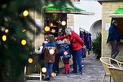 Nederland, Nijmegen, 23-12-2014 Kerstmarkt in het centrum, binnenstad, op de grote markt. Erg druk is het niet. In tegenstelling tot duitsland kent nederland geen sterke kerstmarkt traditie.Foto: Flip Franssen/Hollandse Hoogte