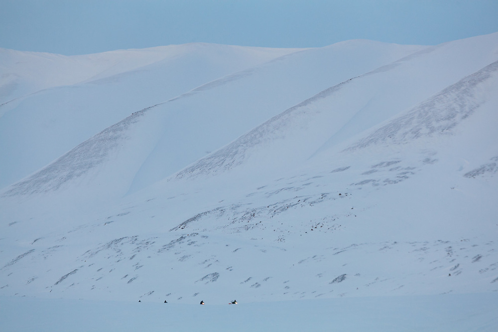 UNIS students perform a practice depth-sounding radar survey by snowmobile over Tellbreen, Svalbard.