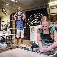 Nederland, Haarlem, 15 juli 2016.<br /> Oude V&D-gebouw Haarlem opent haar deuren voor experimenteel warenhuis.<br />Het oude V&D-gebouw in Haarlem heeft een nieuwe bestemming gevonden. De bovenste verdieping kwam afgelopen maand in het nieuws doordat huurders zich konden melden bij verhuurder Camelot Europe. Het winkel en keldergedeelte wordt 15 juli 2016 geopend door locoburgemeester Joyce Langenacker. Gather, het warenhuis van de kleinschalige maakindustrie en innovatieve merken neemt deze maand samen met handenvol creatieven haar intrek in het winkelgedeelte op de onderste twee verdiepingen. Initiatiefnemer Danny van Heusden ziet het V&D-gebouw als een experiment richting een volgende stap. Het warenhuis heeft sinds begin deze maand de sleutels en is gestart met de verbouwing.<br /><br /><br /><br />Foto: Jean-Pierre Jans
