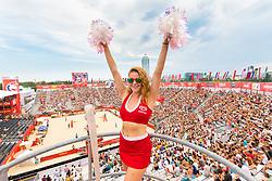 30.07.2017, Donauinsel, Wien, AUT, FIVB Beach Volleyball WM, Wien 2017, am Sonntag, 30. Juli 2017, bei der Beach-Volleyball-WM auf der Donauinsel in Wien. // a cheerleader during the 2017 Beach-Volleyball world championships in Vienna. Austria on July 30, 2017, im Bild eine Cheerleaderin // a cheerleader during the 2017 FIVB Beach Volleyball World Championships at the Donauinsel in Wien, Austria on 2017/07/30. EXPA Pictures © 2017, PhotoCredit: EXPA/ Sebastian Pucher