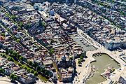 Nederland, Noord-Holland, Amsterdam, 29-06-2018; binnenstad gezien vanaf Amsterdam CS en Kamperbrug met Nicolaaskerk aan de Oude Zijdskolk. Links Gelderse KAde, midden Oude Kerk aan de Oudezijdsvoorburgwal, Beurs van Berlage aan het Damrak.<br /> View of the old town, w red light district.<br /> <br /> luchtfoto (toeslag op standard tarieven);<br /> aerial photo (additional fee required);<br /> copyright foto/photo Siebe Swart
