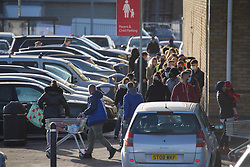 © Licensed to London News Pictures.20/12/2020, London, UK. Members of the public stand in a queue on busy parking lot at Tesco Superstore in Chingford, north London, on the last Sunday before Christmas as people in the South East and London come to terms with tier four Coronavirus restrictions. Photo credit: Marcin Nowak/LNP