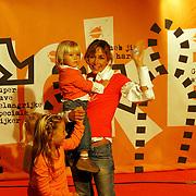 Uitreiking Kids Choice Awards 2004, Wendy van Dijk en zoon Sem en nichtje