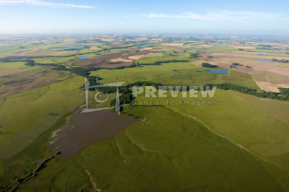 Vista aérea de uma lavoura de arroz sendo preparada para o plantio, na região de Santa Vitória do Palmar. FOTO: Jefferson Bernardes/Preview.com
