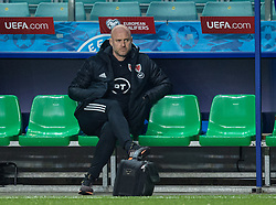 TALLINN, ESTONIA - Monday, October 11, 2021: Wales' manager Robert Page during the pre-match warm-up before the FIFA World Cup Qatar 2022 Qualifying Group E match between Estonia and Wales at the A. Le Coq Arena. Wales won 1-0. (Pic by David Rawcliffe/Propaganda)