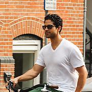 NLD/Amsterdam/20150702 - Adam Rodriguez fietsend door Amsterdam - Adam Rodriquez on a bycicle in Amsterdam,