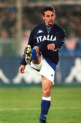 Roberto Baggio of Italy warming up