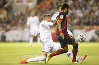 Real Madrid´s Sergio Ramos (L) and F.C. Barcelona´s Neymar Jr during the Spanish Copa del Rey `King´s Cup´ final soccer match between Real Madrid and F.C. Barcelona at Mestalla stadium, in Valencia, Spain. April 16, 2014. (ALTERPHOTOS/Victor Blanco)