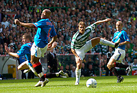 Fotball<br /> Foto: Fotosports/Digitalsport<br /> NORWAY ONLY<br /> <br /> Date: 29/08/2004<br /> <br /> Glasgow Celtic v Glasgow Rangers<br /> <br /> Scottish Premier League<br /> <br /> Celtic's Stilian Petrov (second from R) sends a shot narrowly wide.