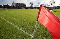 AMSTELVEEN -  Hoekvlag, cornervlag, flag ,  Hockey op echt gras in het Amsterdamse Bos bij VRA. Wedstrijd tussen Hurley D10 en Amsterdam D12. COPYRIGHT KOEN SUYK