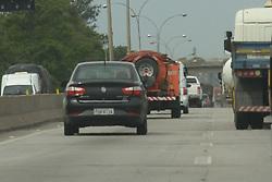 November 1, 2018 - SãO José Dos Campos, Brazil - SÃO JOSÉ DOS CAMPOS, SP - 01.11.2018: MOVIMENTAÇÃO NA RODOVIA PRESIDENTE DUTRA - On the afternoon of this Thursday (01) eve of the holiday of the deceased (02) vehicles already take advantage to make trip in the Rodovia Presidente Dutra towards Rio de Janeiro and North Coast. (Credit Image: © Caio Rocha/Fotoarena via ZUMA Press)