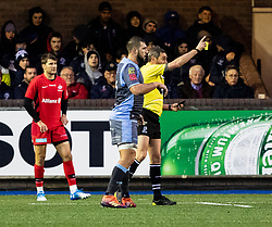 todays referee, Jérome Garcès shows the yellow card to Will Skelton of Saracens<br /> <br /> Photographer Simon King/Replay Images<br /> <br /> European Rugby Champions Cup Round 4 - Cardiff Blues v Saracens - Saturday 15th December 2018 - Cardiff Arms Park - Cardiff<br /> <br /> World Copyright © Replay Images . All rights reserved. info@replayimages.co.uk - http://replayimages.co.uk