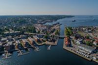 Luftfoto fra Moss som blant annet viser Fleischer Brygge, Kanalen og Mossesundet.