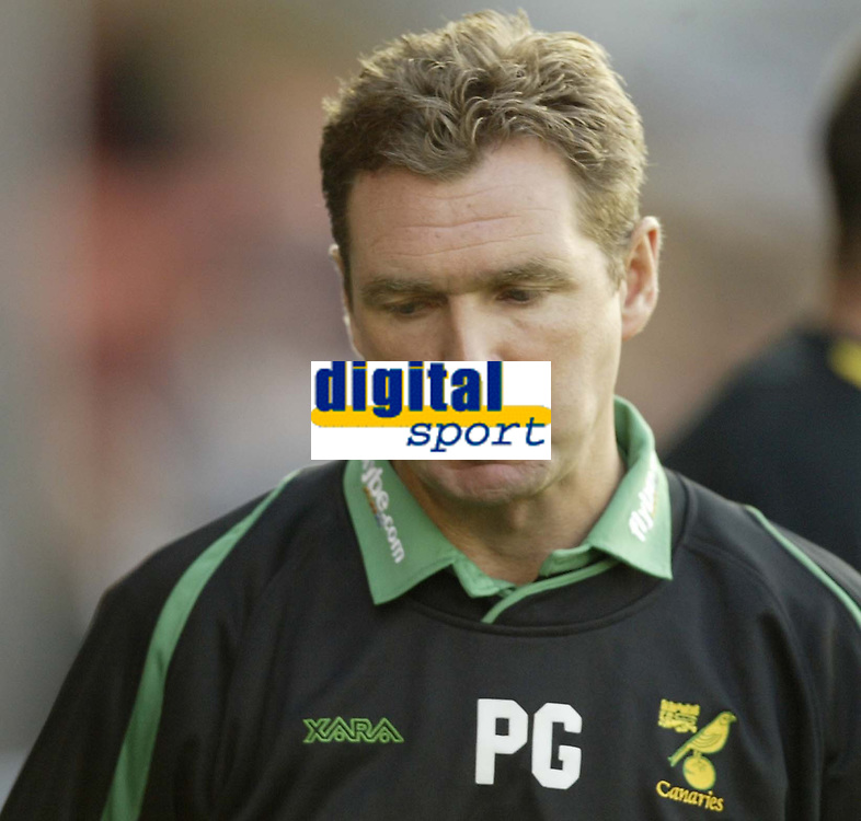 Photo: Aidan Ellis.<br /> Rochdale v Norwich City. Carling Cup. 28/08/2007.<br /> Norwich manager Peter Grant before kick off
