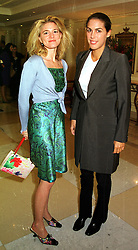 Left to right, MRS AVERY AGNELLI widow of Fiat heir Giovanni Agnelli and MISS JESSICA DE ROTHSCHILD at a fashion show in London on 28th September 1999.MWW 104