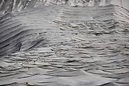 Teloni protettivi sul ghiaccio del Presena. L'idea di ricoprire il ghiacciaio con dei teli geotessili protettivi è nata nel 2008 da un programma sperimentale della Provincia autonoma di Trento e le università di Trento e di Milano al fine di ridurre l'ablazione del ghiacciaio. Trentino, Agosto 2020.