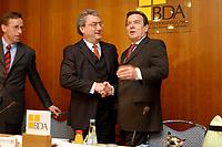 20 JAN 2003, BERLIN/GERMANY:<br /> Reinhard Goehner (L), Hauptgeschaeftsfuehrer BDA, Dieter Hundt (M), Praesident Bundesvereinigung der Deutschen Arbeitgeberverbaende, BDA, Gerhard Schroeder (R), SPD, Bundeskanzler, vor Beginn einer Sitzung von Kanzler und  BDA-Praesidium, Haus der Wirtschaft<br /> IMAGE: 20030102-02-003<br /> KEYWORDS: Präsident, Gerhard Schröder, Reinhard Göhner, Handshake