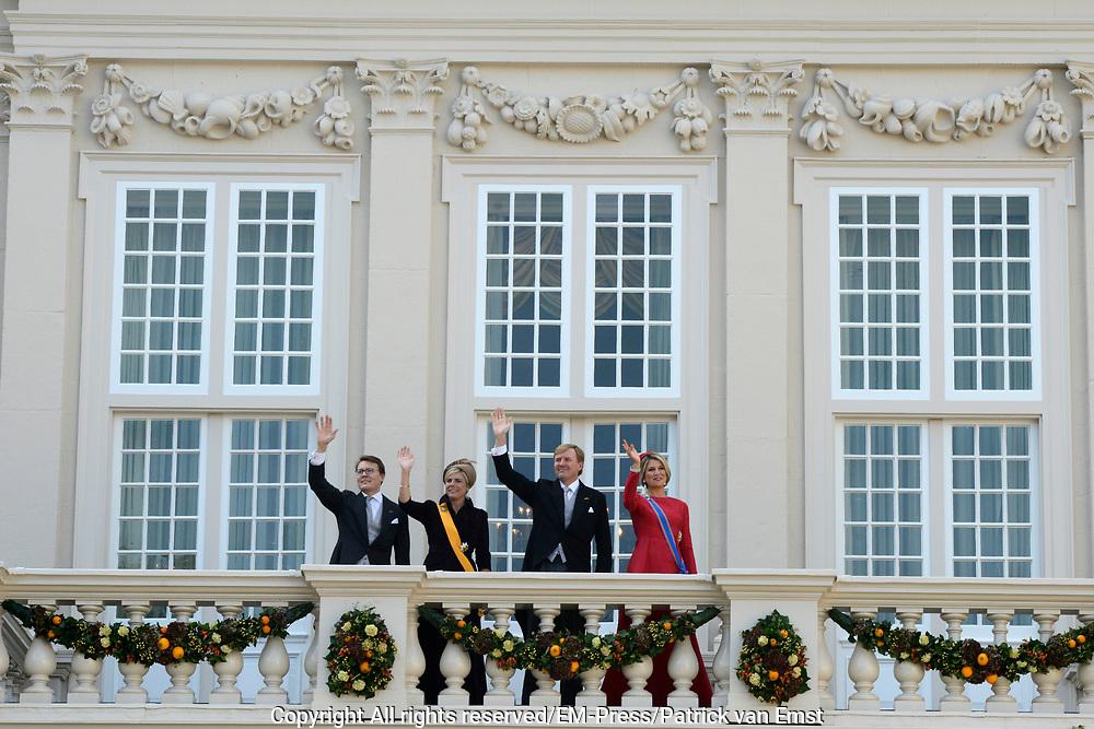Prinsjesdag 2014 - Balkonscene op Paleis Noordeinde  /// Parlementday 2014 - Balcony Scene at Palace Noordeinde<br /> <br /> Op de foto:  Koning Willem Alexander en Koningin Maxima met Prins Constantijn en Prinses Laurentien / King Willem Alexander and Queen Maxima with Prince Constantijn en Princes Laurentien