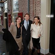 NLD/Apeldoorn/20051216 - Prinses Margriet en schoondochters bezoeken tentoonstelling Bruiden van Het Loo, prins Floris en partner Aimee Söhngen