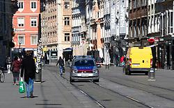 """THEMENBILD - Eine Polizeistreife herrengasse in Graz in Folge des Coronavirus-Ausbruchs in Österreich, aufgenommen am 16.03.2020 in Graz, Österreich // A police car in the """"Herrengasse"""" as a result of the coronavirus outbreak in Austria, on 2020/03/16 in Graz, Austria. EXPA Pictures © 2020, PhotoCredit: EXPA/ Erwin Scheriau"""