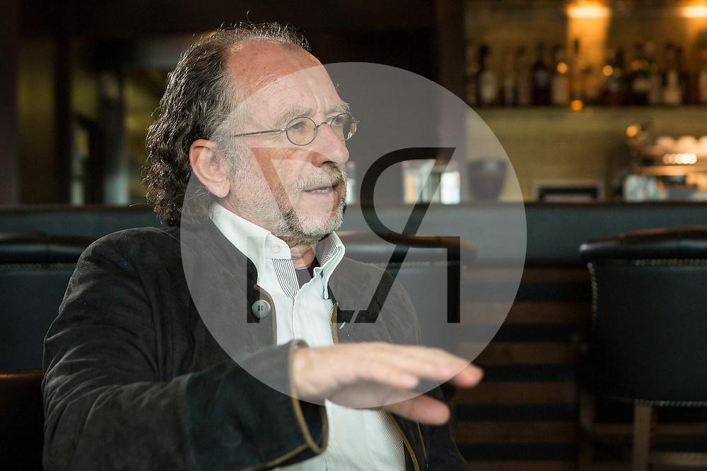 SCHWEIZ - ZÜRICH - Beat Meyerstein, Gründer der Autop-Autowasch AG, beim Interview in der Autowaschstrasse Tiefenbrunnen - 25. März 2015 © Raphael Hünerfauth - http://huenerfauth.ch