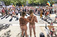"""01 AUG 2020, BERLIN/GERMANY:<br /> Ein nacktes Paerchen demonstriert mit der Aufschrift """"Ist meine Freiheit ein Körper?"""" und """"Kennen Grenzen Frieden???"""""""", Demonstration gegen die Einschraenkungen in der Corona-Pandemie durch die Initiative """"Querdenken 711"""" aus Stuttgart unter dem Motto """"Das Ende der Pandemie - Tag der Freiheit"""", Unter den Linden<br /> IMAGE: 20200801-01-040<br /> KEYWORDS: Demo, Protest, Demosntranten, Protester, COVID-19, Corona-Demo, Nudisten"""