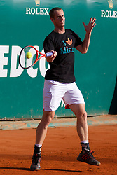 20.04.2012, Country Club, Monte Carlo, MON, ATP World Tour, Rolex Masters, Viertelfinale, im Bild Andy Murray (GBR) plays a shot during a warm up session before the quarter final singles match between Andy Murray (GBR) and Tomas Berdych (CZE) // during Rolex Masters tennis tournament quarter Final of ATP World Tour at Country Club, Monte Carlo, Monaco on 2012/04/20. EXPA Pictures © 2012, PhotoCredit: EXPA/ Mitchell Gunn