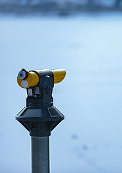 THEMENBILD - ein Fernrohr dient zur genaueren Beobachtung der Landschaft, aufgenommen am 28. Februar 2018, Zell am See, Österreich // A telescope is used to observe the landscape more closely on 2018/02/28, Zell am See, Austria. EXPA Pictures © 2018, PhotoCredit: EXPA/ Stefanie Oberhauser