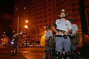 Sao Paulo,_SP, Brasil...Conflito entre camelos e a policia militar e a guarda civil metropolitana, com pedradas, tiros e bombas de gas lacrimogenio...Conflict between informal workers and the military police and civil guard metropolitan, with stones, gunfire and tear gas...Foto: LEO DRUMOND / NITRO