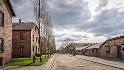 THEMENBILD - Das Stammlager Auschwitz I gehörte neben dem Vernichtungslager KZ Auschwitz II–Birkenau und dem KZ Auschwitz III–Monowitz zum Lagerkomplex Auschwitz und war eines der größten deutschen Konzentrationslager. Es befand sich zwischen Mai 1940 und Januar 1945 nach der Besetzung Polens im annektierten polnischen Gebiet des nun deutsch benannten Landkreises Bielitz am südwestlichen Rand der ebenfalls umbenannten Kleinstadt Auschwitz (polnisch Oświęcim). Teile des Lagers sind heute staatliches polnisches Museum bzw. Gedenkstätte. Im Bild die Hauptstraße des Lagers, aufgenommen am 11.04.2018, Oswiecim, Polen // Auschwitz concentration camp was a network of concentration and extermination camps built and operated by Nazi Germany in occupied Poland during World War II. It consisted of Auschwitz I (the original concentration camp), Auschwitz II–Birkenau (a combination concentration/extermination camp), Auschwitz III–Monowitz (a labor camp to staff an IG Farben factory), and 45 satellite camps. Concentration camp Auschwitz I, Oswiecim, Poland on 2018/04/11. EXPA Pictures © 2018, PhotoCredit: EXPA/ Florian Schroetter
