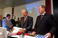 30 SEP 2003, BERLIN/GERMANY:<br /> Roland Koch (L), CDU, Ministerpraesident Hessen, und Peer Steinbrueck (R), Ministerpraesident Nordrhein-Westfalen, nach Ende der Pressekonferenz zur Vorstellung des Programms zum Subventionsabbau, Bundesrat<br /> IMAGE: 20030930-01-025<br /> KEYWORDS: Peer Steinbrück, Ministerpräsident