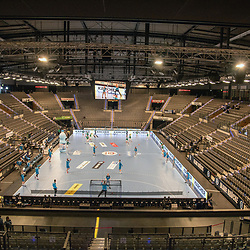 Feature, Symbolbild, beide Mannschaften beim beim warm up in der leeren Porsche Arena.<br /> <br /> Deutschland, Stuttgart, 29.10.2020, Handball, Bundesliga: TVB 1898 Stuttgart vs SC DHfK Leipzig, Saison 2020/2021, 6. Spieltag, Porsche-Arena<br /> <br /> Foto © PIX-Sportfotos *** Foto ist honorarpflichtig! *** Auf Anfrage in hoeherer Qualitaet/Aufloesung. Belegexemplar erbeten. Veroeffentlichung ausschliesslich fuer journalistisch-publizistische Zwecke. For editorial use only.
