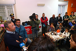 DIEGO VIVIANI PARLA ALLA POPOLAZIONE DENTRO L'OSTELLO DI GORINO<br /> BARRICATA A GORINO CONTRO L'ARRIVO DEI PROFUGHI