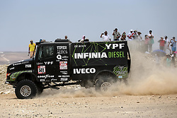 PISCO, Jan. 8, 2018  Argentina driver Federico Villagra, co-driver Ricardo Adrian Torlaschi and mechanic Adrian Arturo Yacopini compete during the 2018 Dakar Rally Race Stage 2 in Pisco, Peru, on Jan. 7, 2018.  They ranked second place of Truck race of the stage 2 with 3:27:48. (Credit Image: © Li Ming/Xinhua via ZUMA Wire)