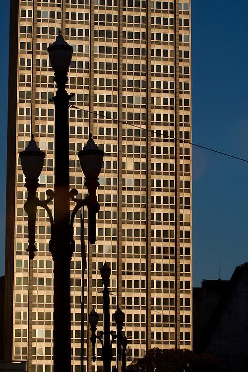 Sao Paulo_SP, Brasil...Detalhe das lampadas de iluminacao publica do Viaduto do Cha no Vale do Anhangabau...Detail of public lamps in the Viaduct of Cha in Vale do Anhangabau...Foto: MARCUS DESIMONI / NITRO