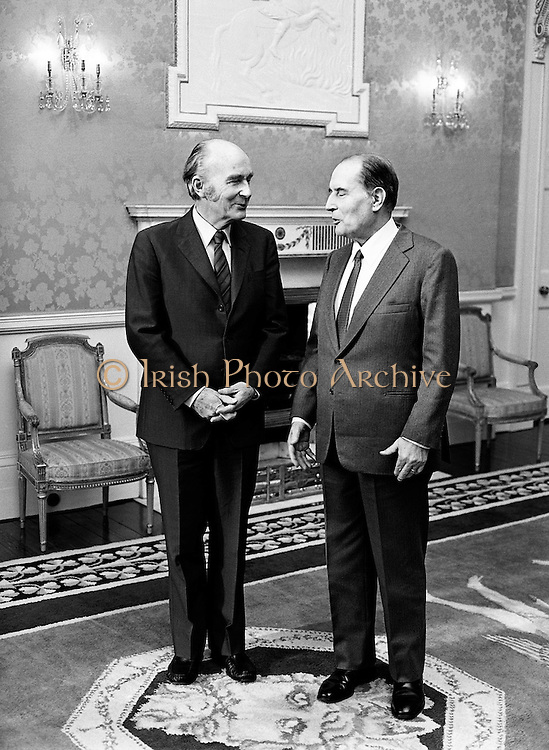Presidents Hillery and Mitterand take their positions for the formal photo shoot at Áras an Uachtaráin, Phoenix Park, Dublin.<br /> 21 February 1984